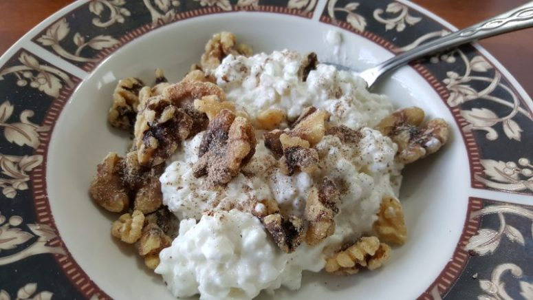 Quick Breakfast for Energy: Cottage Cheese Bowl